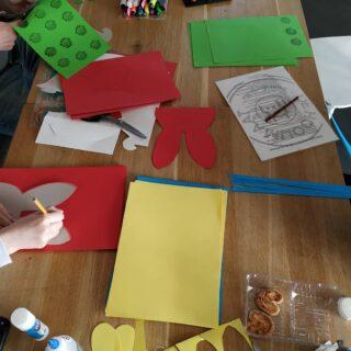 Wij zijn al druk aan het knutselen voor jullie! Heb jij al een 🥚❤️🐰👊🏼 besteld?  Dat kan via onze site www.dehooijmaat.nl/wp/eilovepasenbox